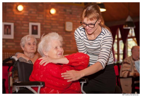 taneční kreace se seniory a tělesně postiženými osobami